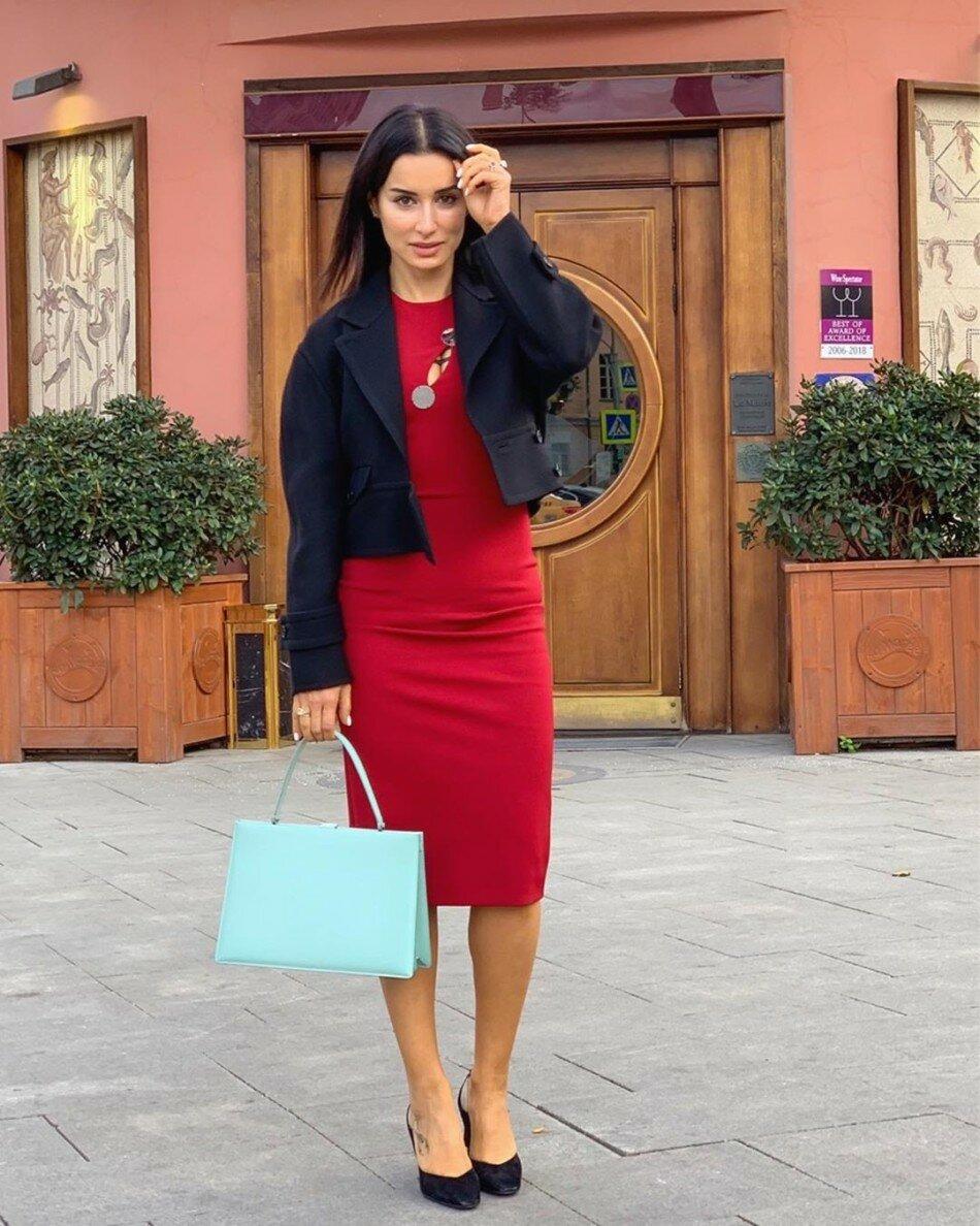Тина Канделаки в красном облегающем платье. /Фото: i.jauns.lv