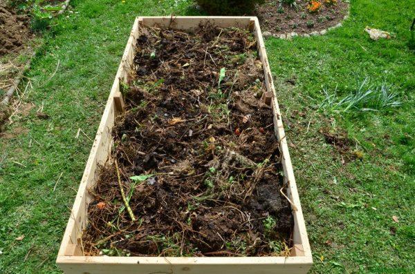 Все сорняки в компостную яму…