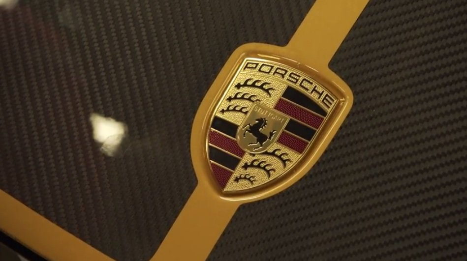Сборка эксклюзивных автомобилей Porsche 911 Turbo S Exclusive Series на видео
