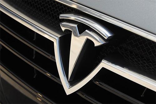 К разработке автопилота присоединилась Tesla