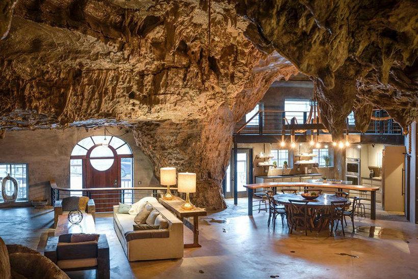 Продается восхитительный отель в скале, и внутри он еще невероятнее, чем снаружи
