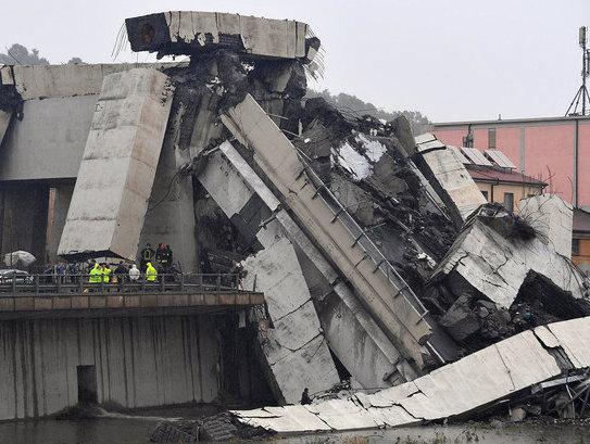 При обрушении моста в Генуе …