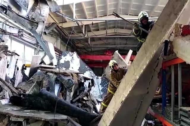 Кровля на подмосковном заводе обрушилась из-за работ по утеплению