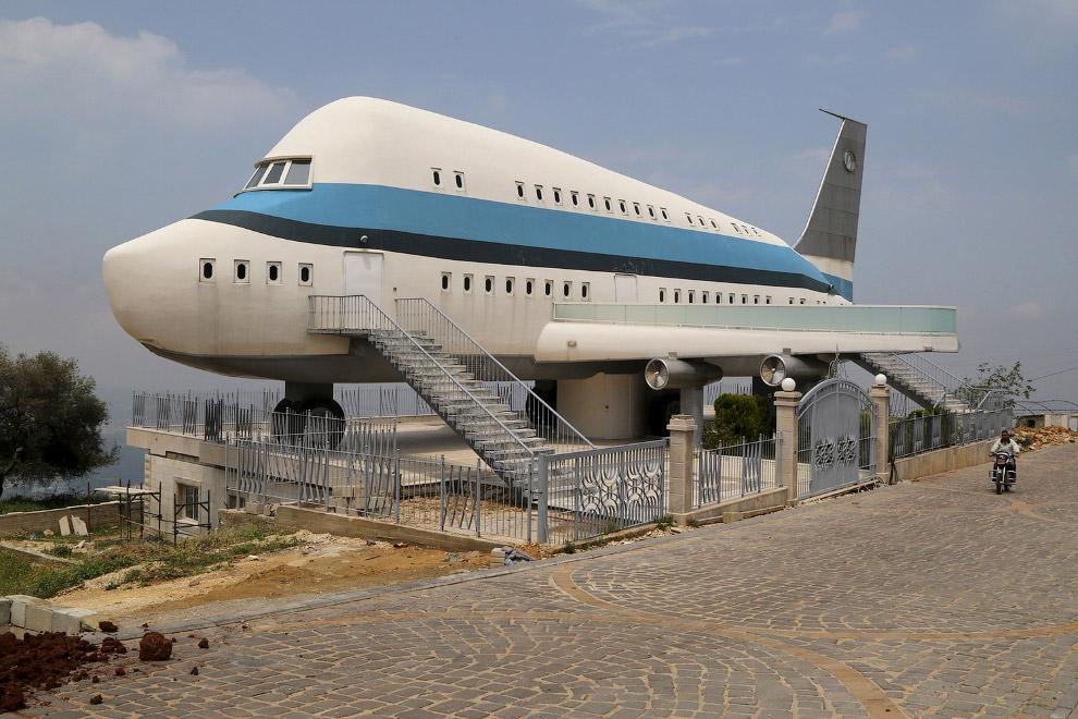 Дом-самолет в Ливане