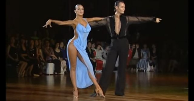 От откровенного платья танцо…