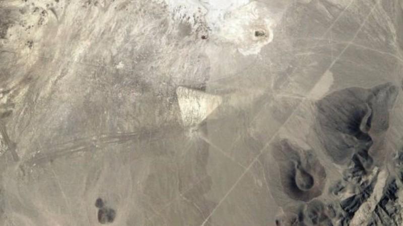 В пустыне Невады обнаружена огромная треугольная структура