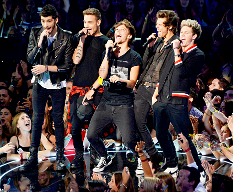 Zayn Malik, Liam Payne, Louis Tomlinson, Niall Horan and Harry Styles of One Direction speak onstage during the 2013 MTV Video Music Awards at the Barclays Center on August 25, 2013 in the Brooklyn borough of New York City.