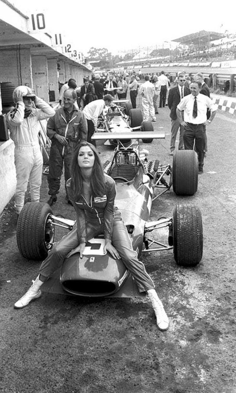 4. Девушка команды Ferrari во время Гран-при в Великобритании, 1968 женщины из прошлого, история, фото