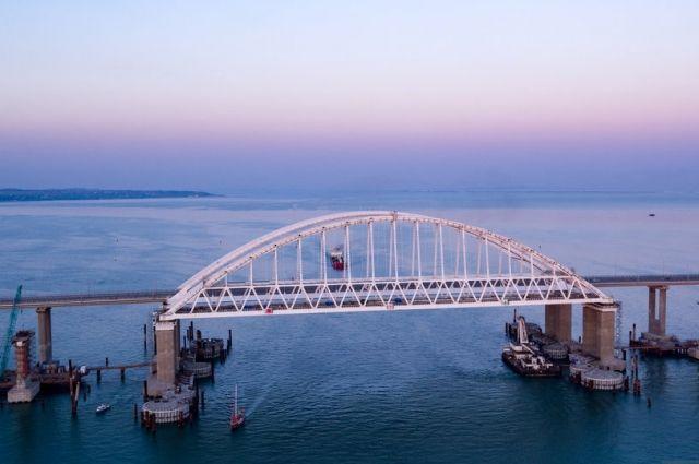 Железнодорожную арку Крымского моста соединили с первым пролетом