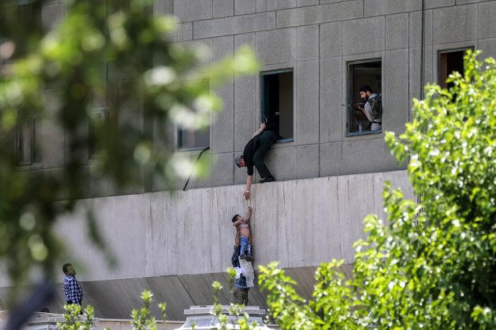 Здание парламента Ирана после теракта, организованного ИГИЛ в Тегеране, Иран, среда, 7 июня 2017 года. Автор фотографии: Омид Вахабзаде.
