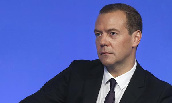 Медведев: Одной из главных задач бюджета на ближайшие три года остается поддержка роста экономики
