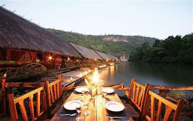 Отель. Тут выбор очень богат – от домиков на воде без электричества (для освещения используется керосиновая лампа) до пятизвездочных отелей с бассейнами, расположенных в джунглях. Кому что нравится – экзотика по полной программе или комфорт. kwai, thailand, паттайя, река квай, тайланд