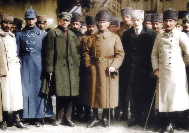 Почему СССР первым поддержал создание Турции?