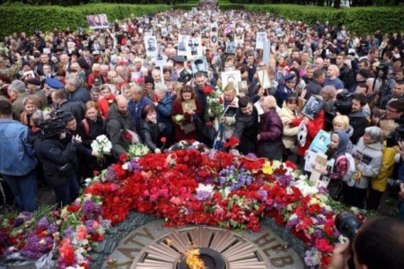 Тень Федоровича: «неуперы» уверяют, что День Победы в Украине спонсировал Янукович