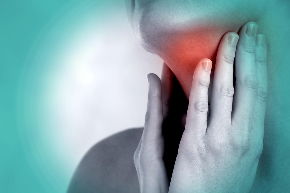 Как правильно лечить горло народными средствами