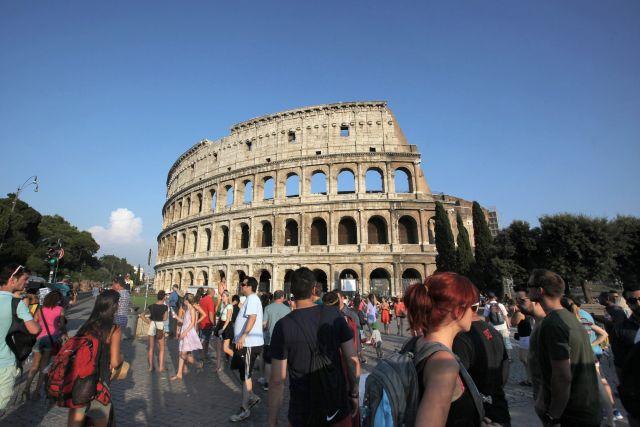 Австрийский подросток отломал и попытался украсть фрагмент римского Колизея