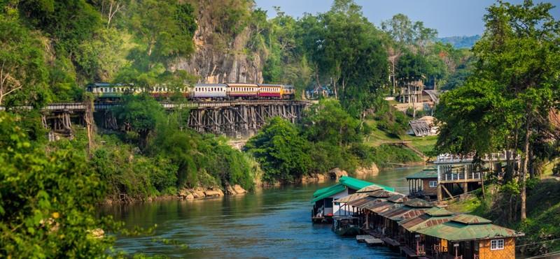 С каждым годом экскурсия на реку Квай становится все популярней. В связи с этим количество отелей по берегу реки растет с пугающей быстротой и скоро наверно вдоль реки не останется не одного кусочка по-настоящему дикой и нетронутой природы. kwai, thailand, паттайя, река квай, тайланд