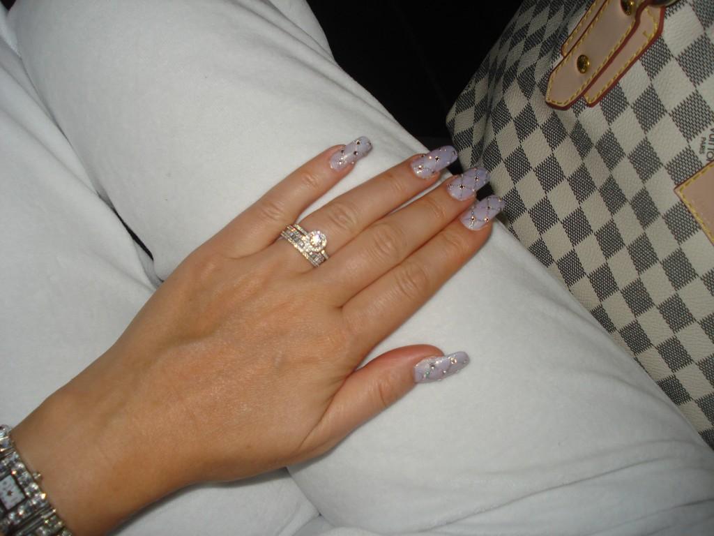 кольцо с огромным бриллиантом