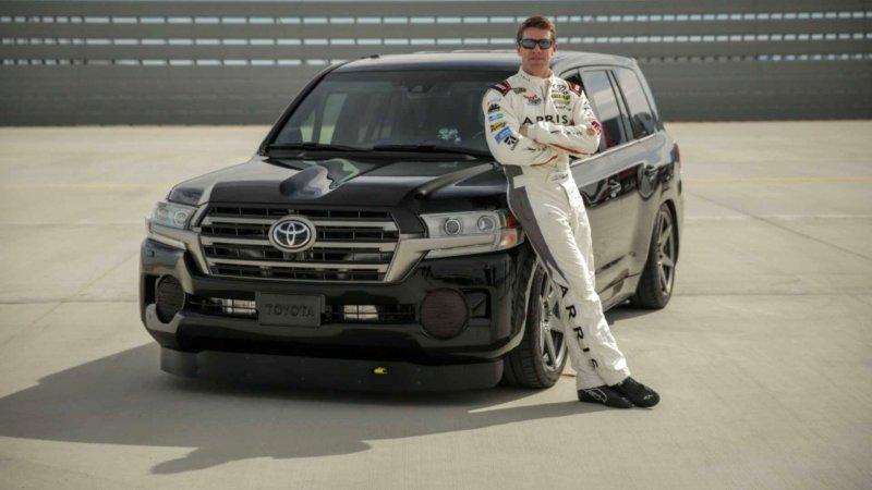 Toyota Land Cruiser разогнали до 370 километров в час