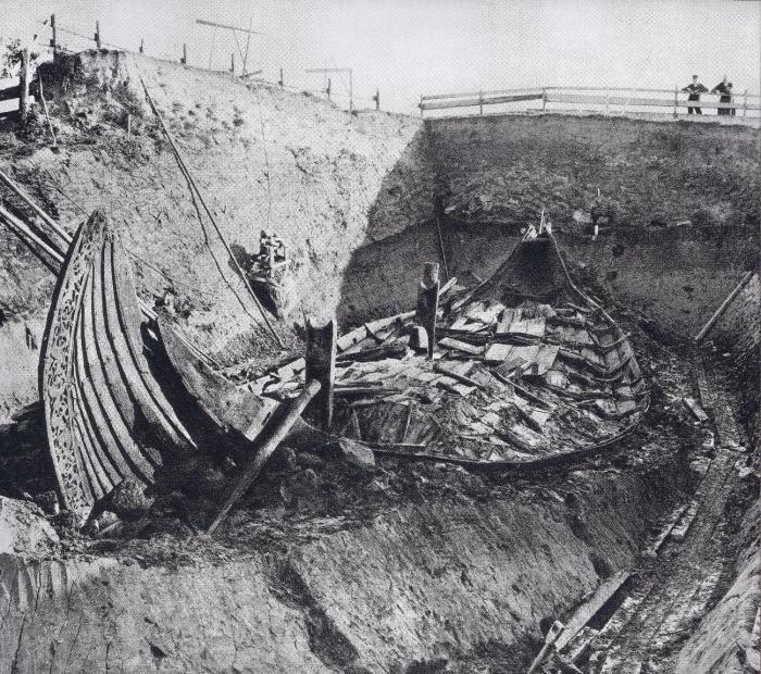 Раскопки Осебергского кургана. Норвегия, 1900-е годы.   Фото: imgur.com.