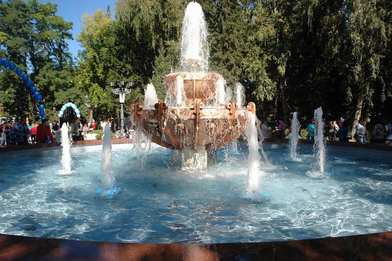 Большой фонтан в центральном сквере Горно-Алтайска
