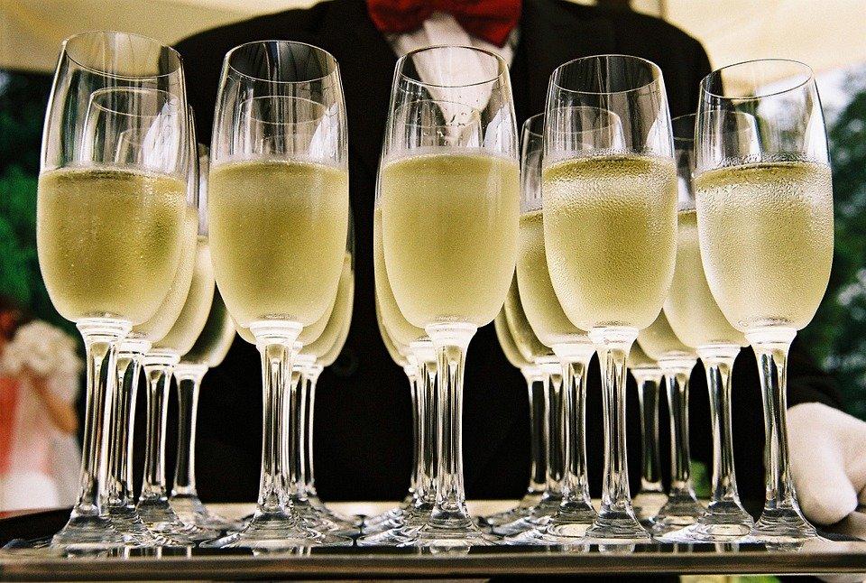 СМИ: шампанское в России может резко подорожать
