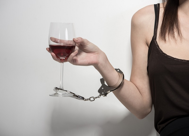 Моя подруга 15 лет живет в состоянии алкогольной зависимости, о которой не догадывалась! Не приведи господь…