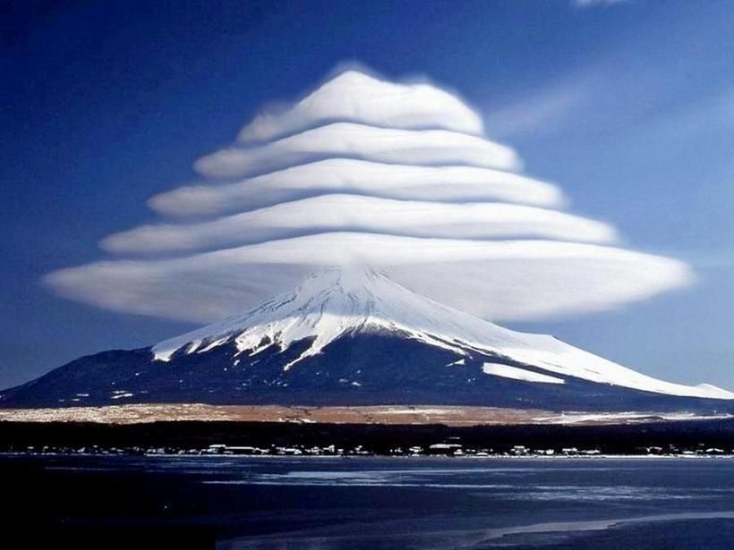 Красота на грани фантастики: где можно увидеть линзовидные облака