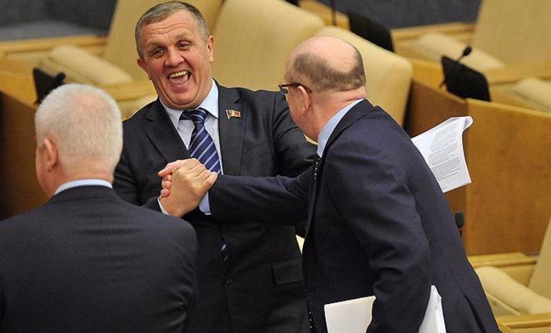 Наконец-то!: Депутатам Госдумы и сенаторам подняли зарплату