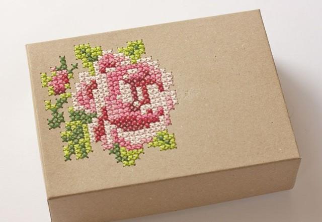 Прелестная идея для хранения — украшаем вышивкой коробочку