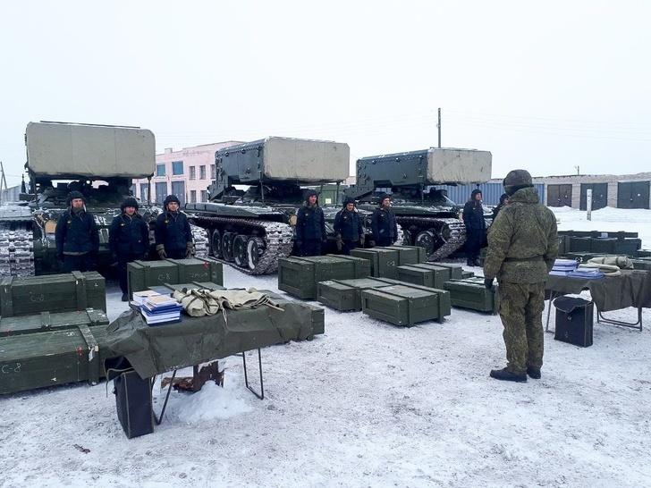На вооружение войск ЦВО поступил ротный комплект тяжелых огнеметных систем «Солнцепек»