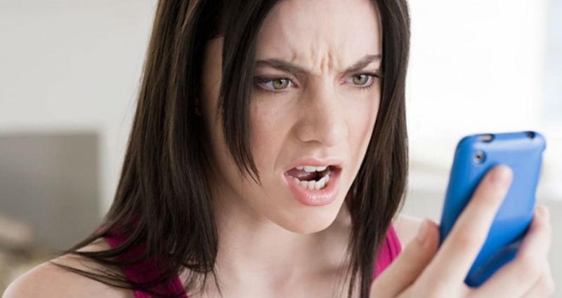 В ОАЭ женщину осудили за то, что он тайно залезла в телефон мужа