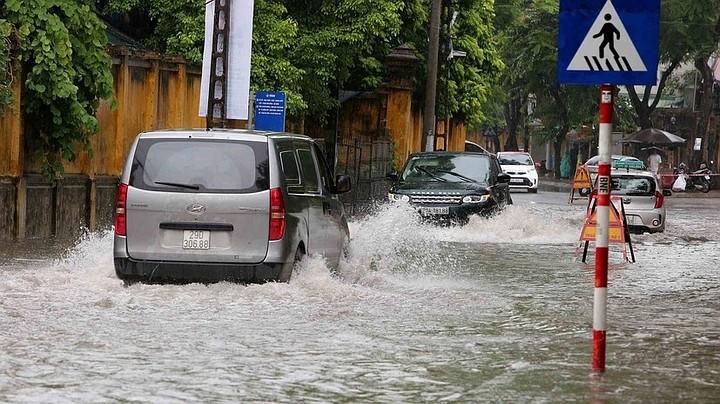 Десять человек погибли из-за наводнения во Вьетнаме