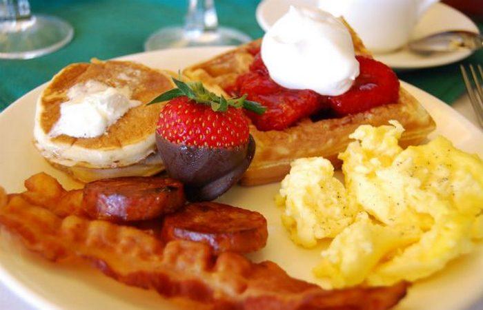 Гостиничные тонкости: бесплатный завтрак.