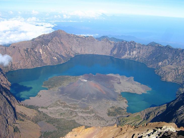 Озеро Сегара Анак, Ринджани, Ломбок, Индонезия
