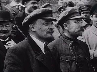 Кожа и усы      .                                                                                                                                                         Френч Сталина и кепка Ленина изменили моду ХХ века
