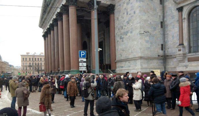 У депутатов-инициаторов референдума о статусе Исаакиевского собора, отбирают мандаты