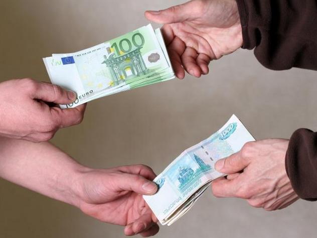 Россияне потеряли веру в доллар и евро