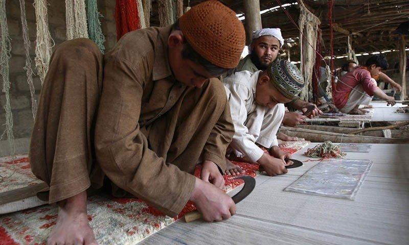 5. В ковровой индустрии Пакистана также не переживают за детей Жуткие снимки, Трогает до слёз, дети, детский труд, рабство