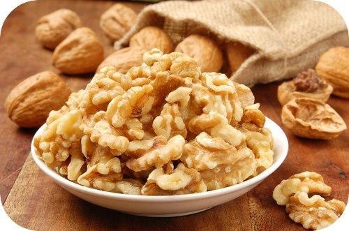 Грецкий орех. Аюрведа относит грецкий орех к масляной тяжелой пище, понижающей вата — Дошу и повышающей питту и капху.