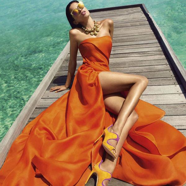Ягодный вечер. Как правильно носить цветные платья?