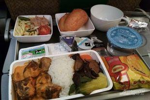 Булочка с колбаской, или Как должны кормить пассажиров в самолете