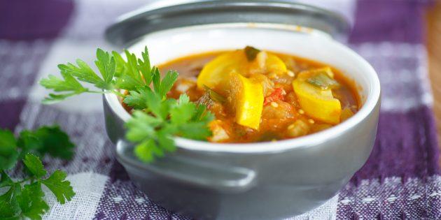 Жареные кабачки с фасолью и помидорами