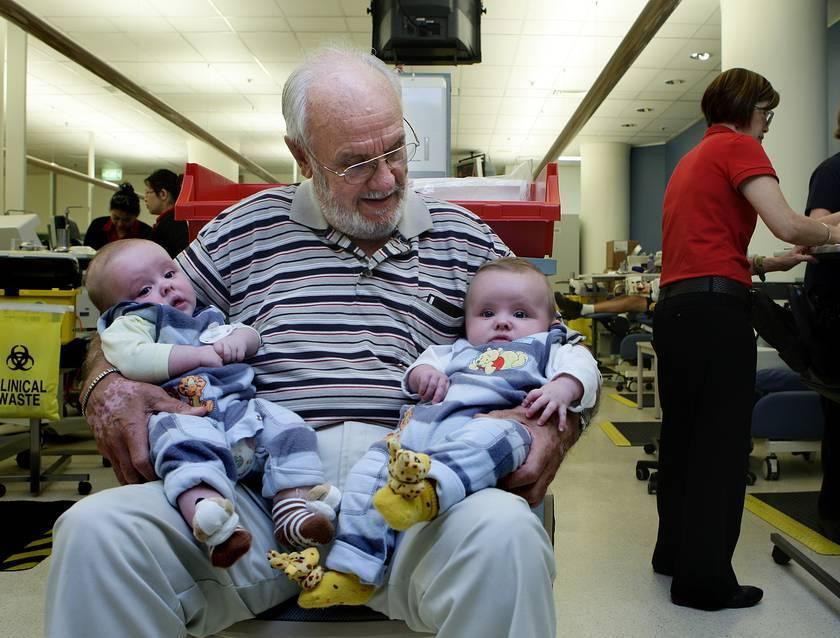 Человек с золотой кровью: австралиец спас жизни двух миллионов младенцев
