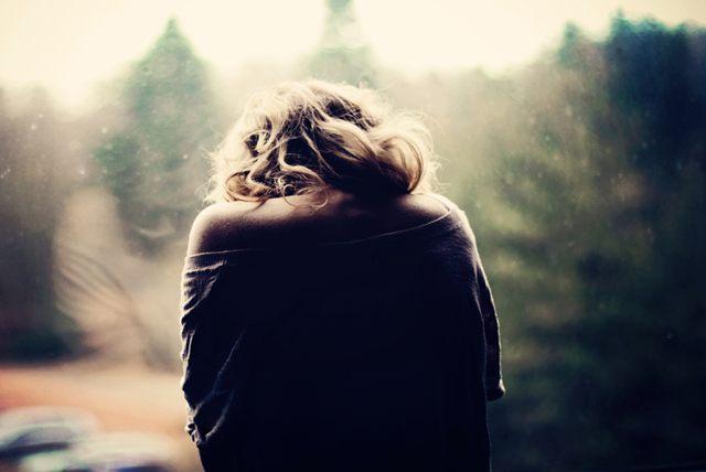 Почему женщина терпит насилие в отношениях?