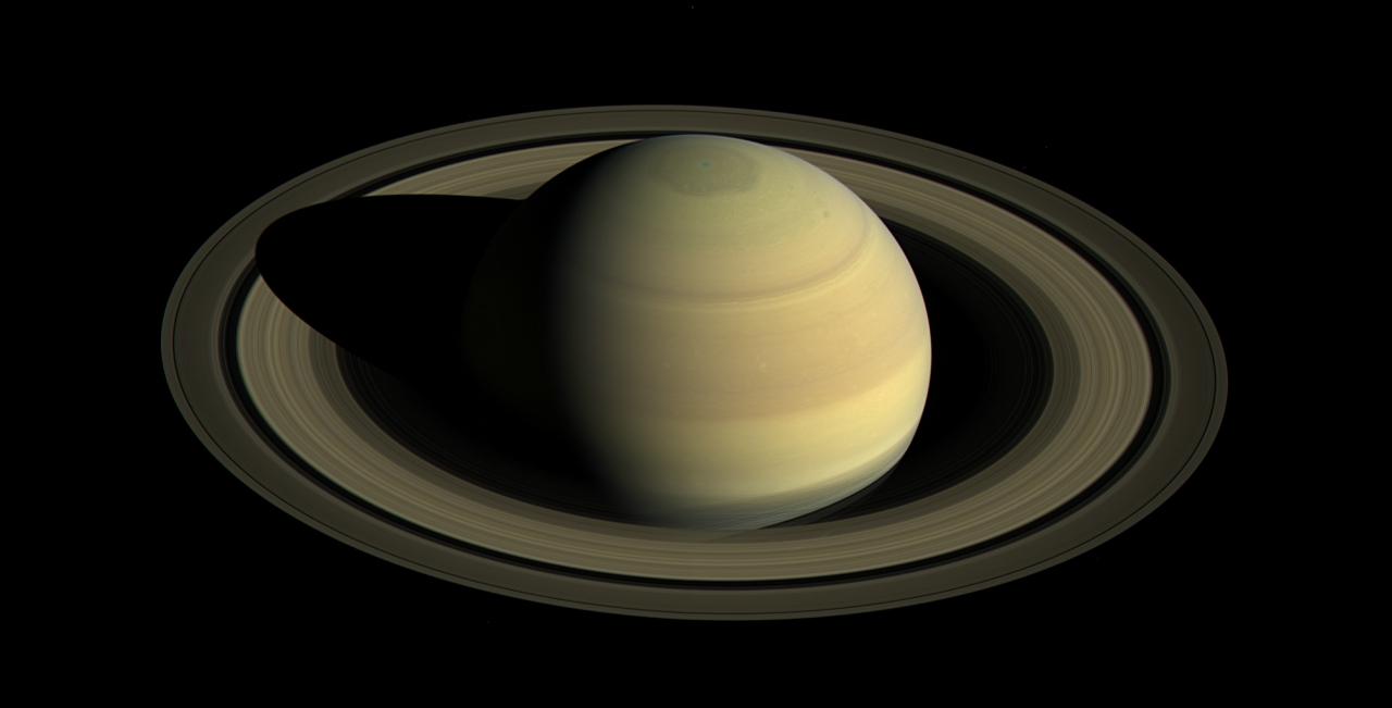 Северный полюс Сатурна во время солнцестояния