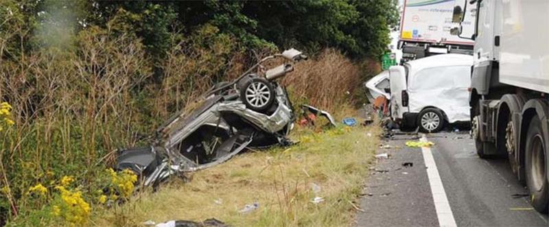 Эта ужасная трагедия случилась из-за того, что водитель листал плейлист за рулем