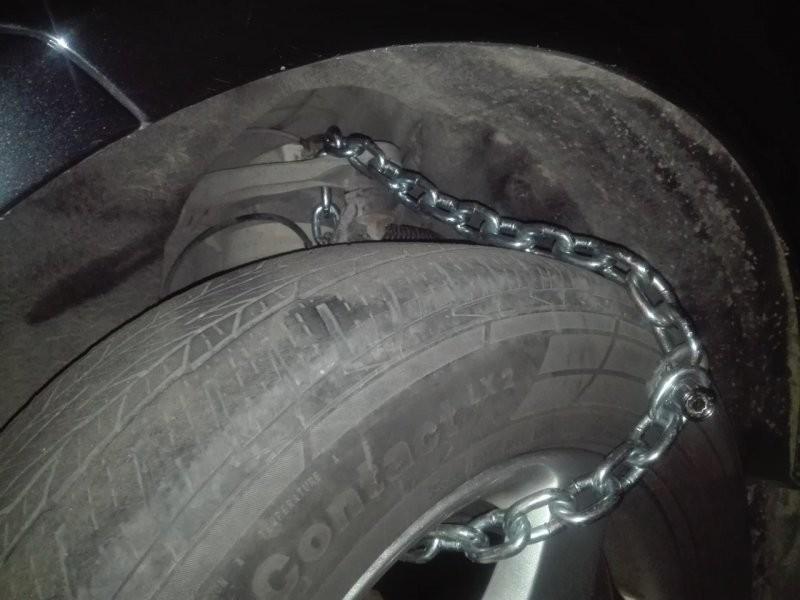 Письма с угрозами, цепи на колесах и рыдающие дети: новые схемы развода водителей