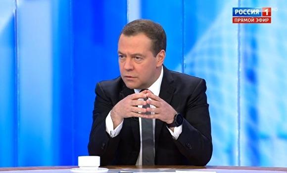 Медведев страдает от пенсионной реформы