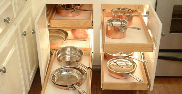 Очень удобные выдвижные ящики для хранения кухонной посуды